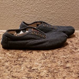TOMS black and grey faux lace up slip ons. Sz 6.5